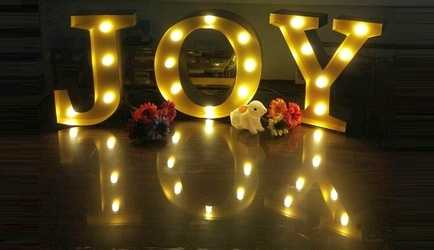 Free-standing festive marquee sign